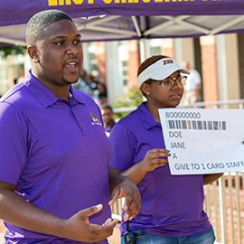 Orientation assistants talk to new Pirates about 1 Card.